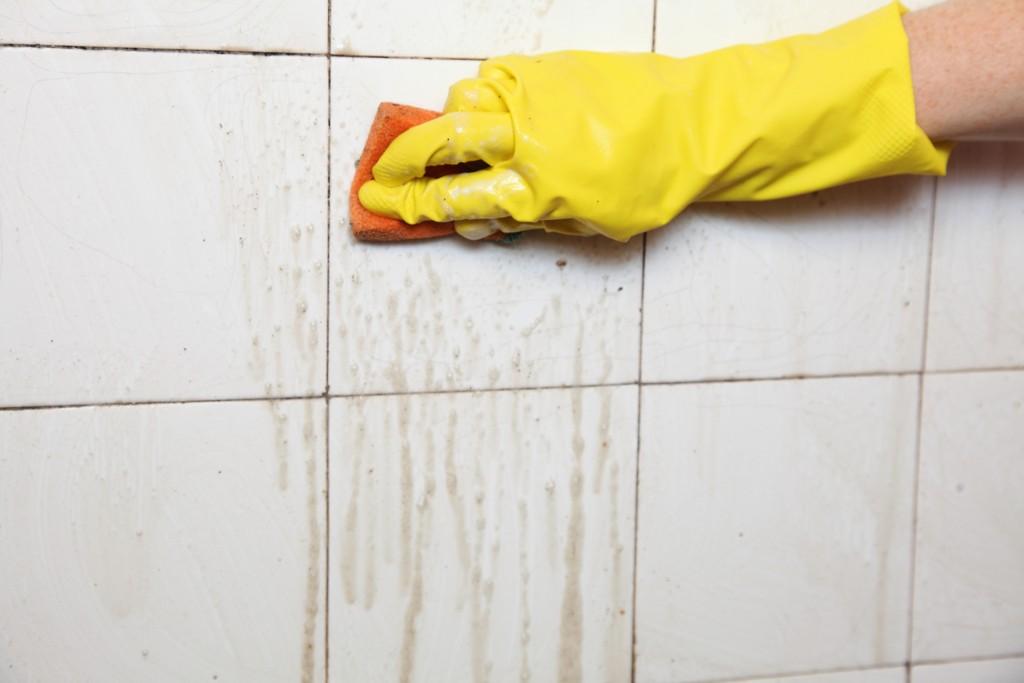WD-40 ajuda a limpar azulejo do banheiro