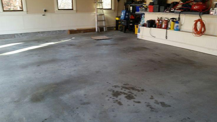 WD-40 remove manchas de oleo do chão da garagem
